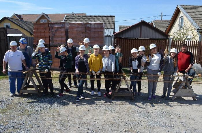 """Elevi de la Liceul Vocaţional Pedagogic """"N. Bolcaş"""" (foto: Habitat pentru Umanitate Beiuş)"""