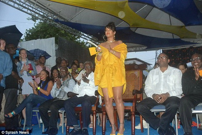 Rihanna Drive: O stradă din capitala statului Barbados poartă numele celebrei cântăreţe (FOTO)