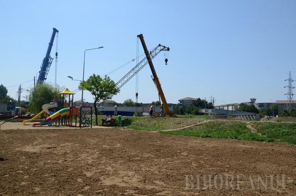 Zona de agrement dintre podurile Decebal şi Densuşianu, aproape gata