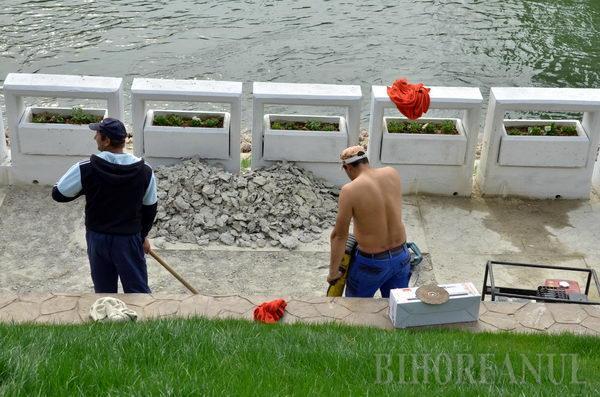 Ca să nu stea apa pe promenada de pe malul Crişului, ABA a comandat lucrări de reabilitare