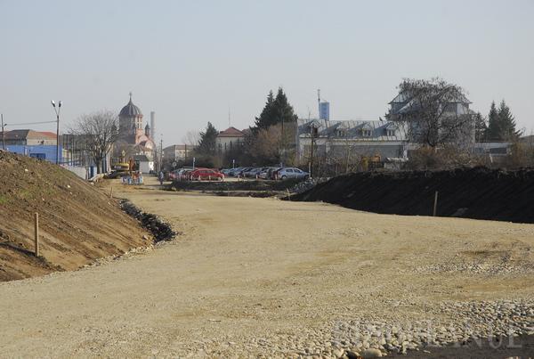 Podul care va traversa Peţa în continuarea străzii Vaporului va fi gata în două săptămâni