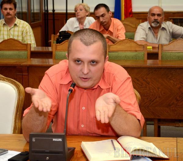 Proiectul privind castrarea câinilor a băgat zâzania între alianţii PNL-UDMR din Consiliul Local