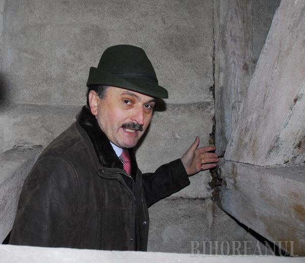 Radu Ţîrle s-a urcat cu ziariştii în pod (FOTO)