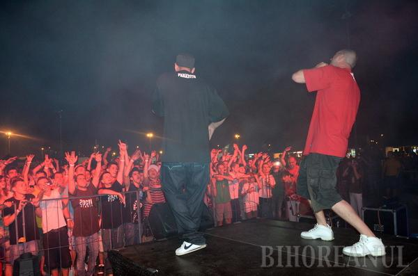 Paraziţii au deschis show-ul la Yellow Fest