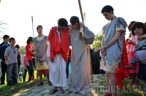 Credincioşii orădeni au refăcut Calea Crucii