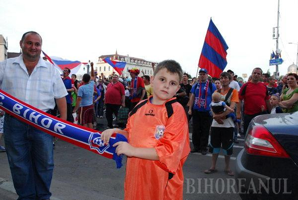 """Jucătorii FC Bihor au strigat """"Forţa Oradea!"""" din balconul Primăriei"""
