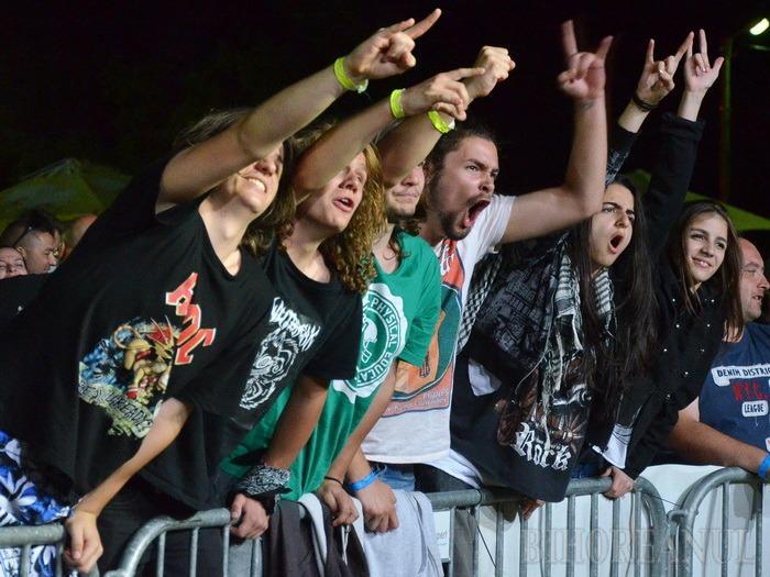 Bere, sex şi rock and roll: Întâlnirea motociclistică a clubului White Wolves a culminat cu un show erotic