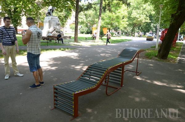 Studenţii arhitecţi fac propuneri de bănci pentru orădeni (FOTO)