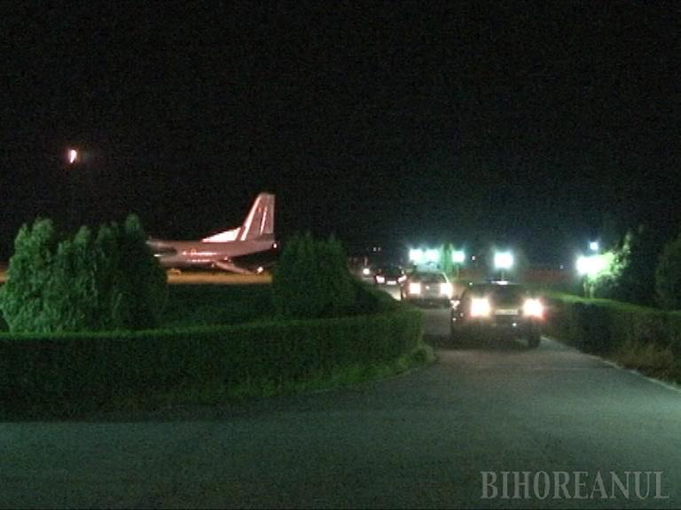Alţii n-au avut voie, dar Băsescu a decolat de la Oradea