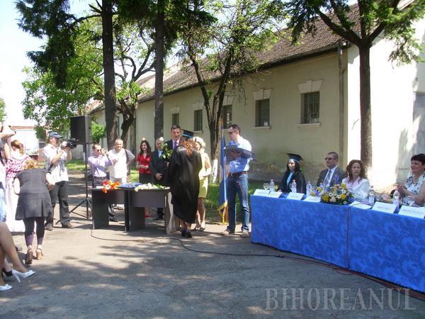 Promoţia 2011 de jurnalişti şi politicieni a ieşit de pe băncile facultăţii