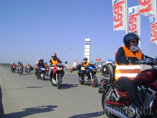 """""""Tura"""" motocicliştilor a început cu un accident"""