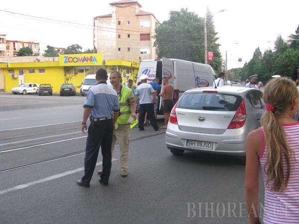 Accident cu mascaţi lângă Hotel Melody: Şofer, aproape linşat, pentru că a încercat să îi acorde primul ajutor unui motociclest beat