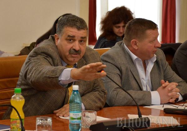 """Scandal la CJ: PDL-iştii au părăsit şedinţa, Tarţa a acuzat reprezentanţii celorlalte partide că sunt """"cretini"""""""