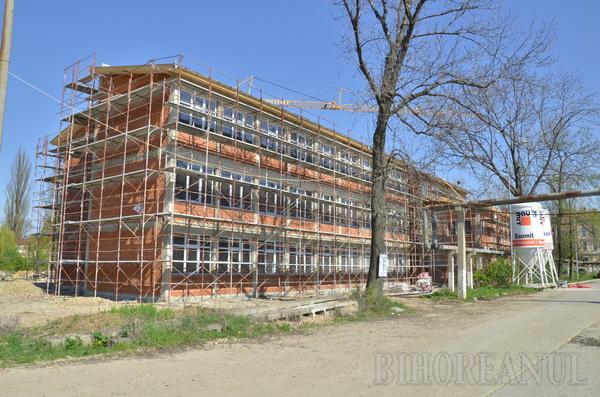Prima clădire din campusul şcolar va fi dată în folosinţă în septembrie 2011
