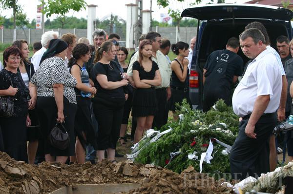Poliţistul asasin, condus pe ultimul drum numai de câţiva colegi