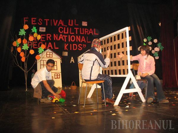 """""""Special kids"""" şi-au demonstrat abilităţile culturale"""