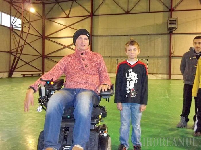 Mihai Neşu le-a dat echipamente sportive copiilor fotbalişti de la Phoenix Diosig