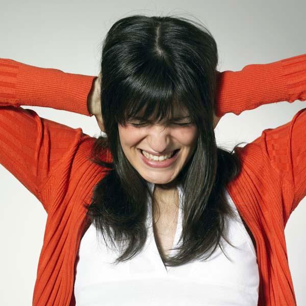 PERICOL PENTRU SĂNĂTATE. Poluarea fonică provoacă disconfort, deranjează somnul, afectează auzul, dar şi productivitatea muncii şi procesul de învăţare. Studiile mai arată că expunerea la gălăgie îi face pe oameni necomunicativi şi mai puţin dispuşi să se ajute între ei