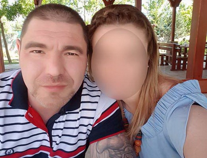 """DON JUAN. În mai toate fotografiile de pe pagina de Facebook a soţiei sale, doctorul Cosmin Bulzan pozează în soţ grijuliu. Realitatea e, însă, alta. Tânăr şi cu alură de """"băiat rău"""", şi-a câştigat o faimă de Don Juan în rândul voluntarelor SMURD, motiv pentru care, anul trecut, soţia a şi cerut divorţul Judecătoriei Oradea, acţiune la care ulterior a renunţat"""