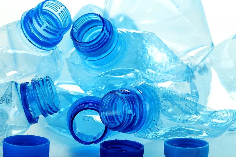 Enzima care mănâncă plastic: Devorează un PET în câteva zile