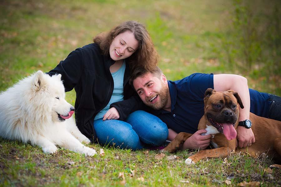 ÎN FAMILIE. Iubitori de animale, soţii Dana şi Petru Roman au o misiune comună: să găsească familiile potrivite pentru cât mai mulţi câini fără stăpân
