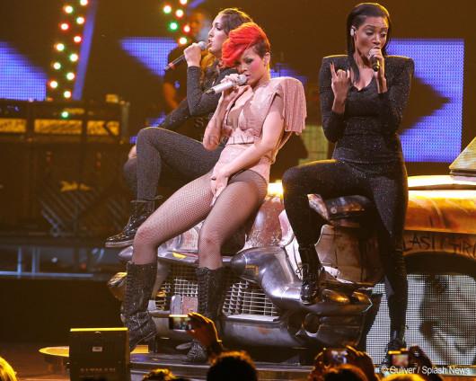 Rihanna se excită pe scenă