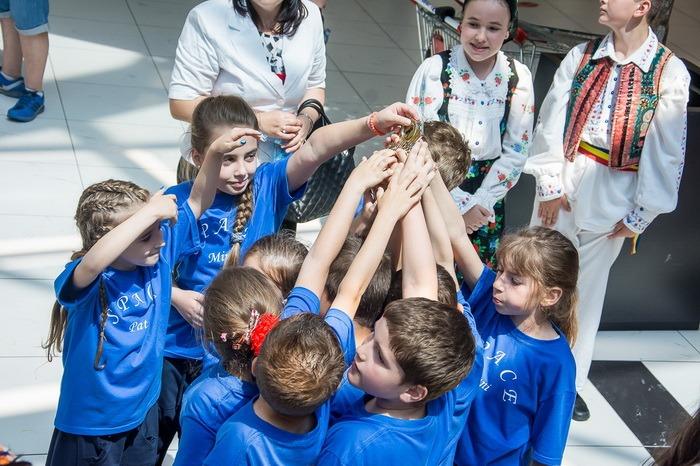 Sute de copii au adus culoare prin dans, la ERA Park (FOTO)