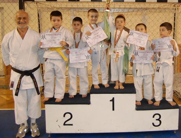 Două titluri naţionale pentru tinerii karateka orădeni la Naţionalele de la Cluj