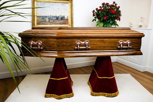 S-a îngropat de viu pentru a-şi testa rezistenţa şi a murit