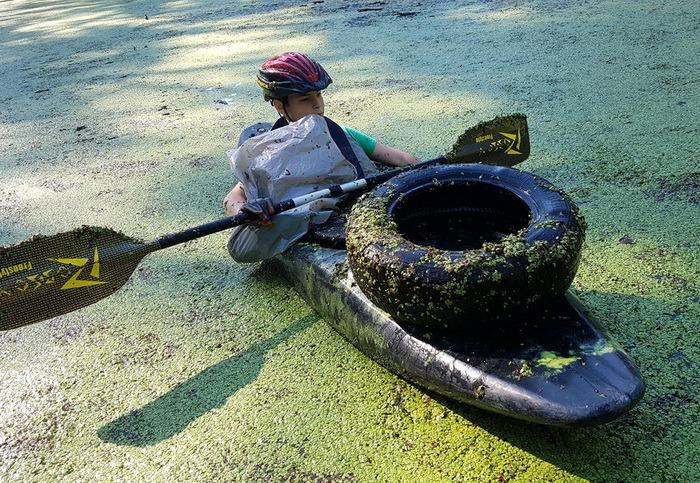Gunoaie termale: Lacul Ochiul Mare, din Rezervaţia Peţea, curăţat de mizerii (FOTO)