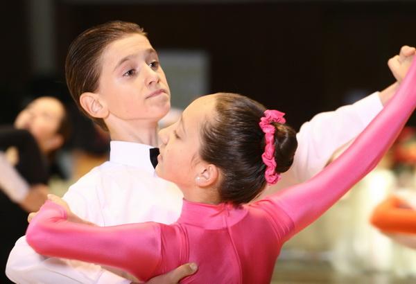 Doi tineri orădeni, campioni naţionali la dans sportiv (FOTO)