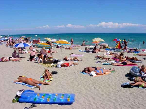 Război între agenţiile de turism şi MAE, pe tema calităţii apei de pe litoralul bulgăresc