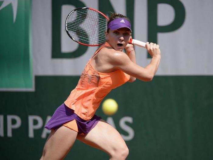 Simona Halep a pierdut finala de la Roland Garros, cu Maria Şarapova. Românca a plâns, rusoaica a lăudat-o