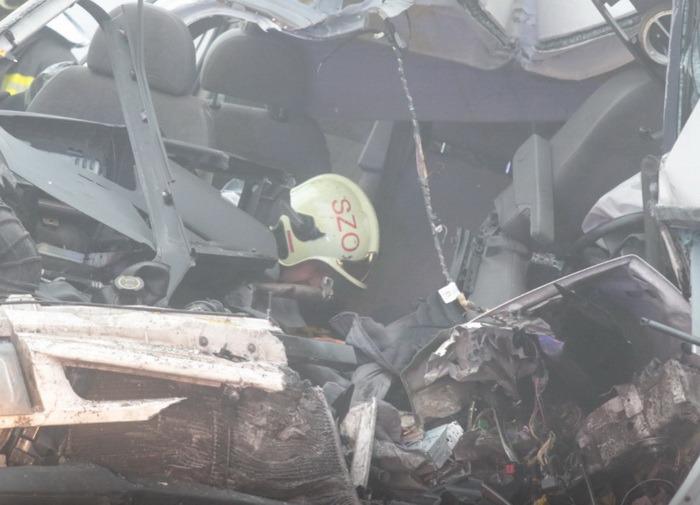 Trei pasageri ai unui microbuz care circula pe ruta Oradea - Budapesta au murit într-un accident groaznic, în Ungaria (FOTO/VIDEO)