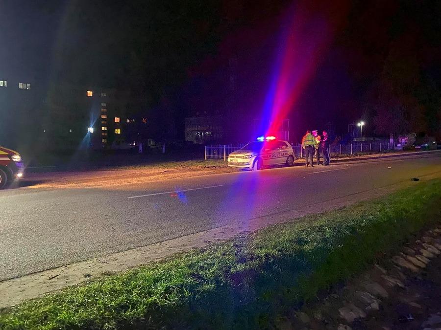 Accident grav la Vaşcău: Un pieton a fost lovit din plin de o maşină, pe o stradă din centrul oraşului (FOTO / VIDEO)