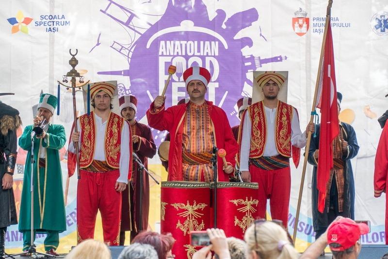 Otomanii vor invada Piaţa Unirii: Turcii de la Anatolian Food Festival au pregătit o paradă pentru orădeni