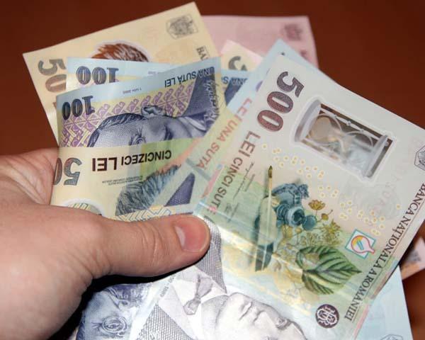 În atenţia patronilor: Primiţi bani dacă angajaţi elevi sau studenţi în timpul vacanţei