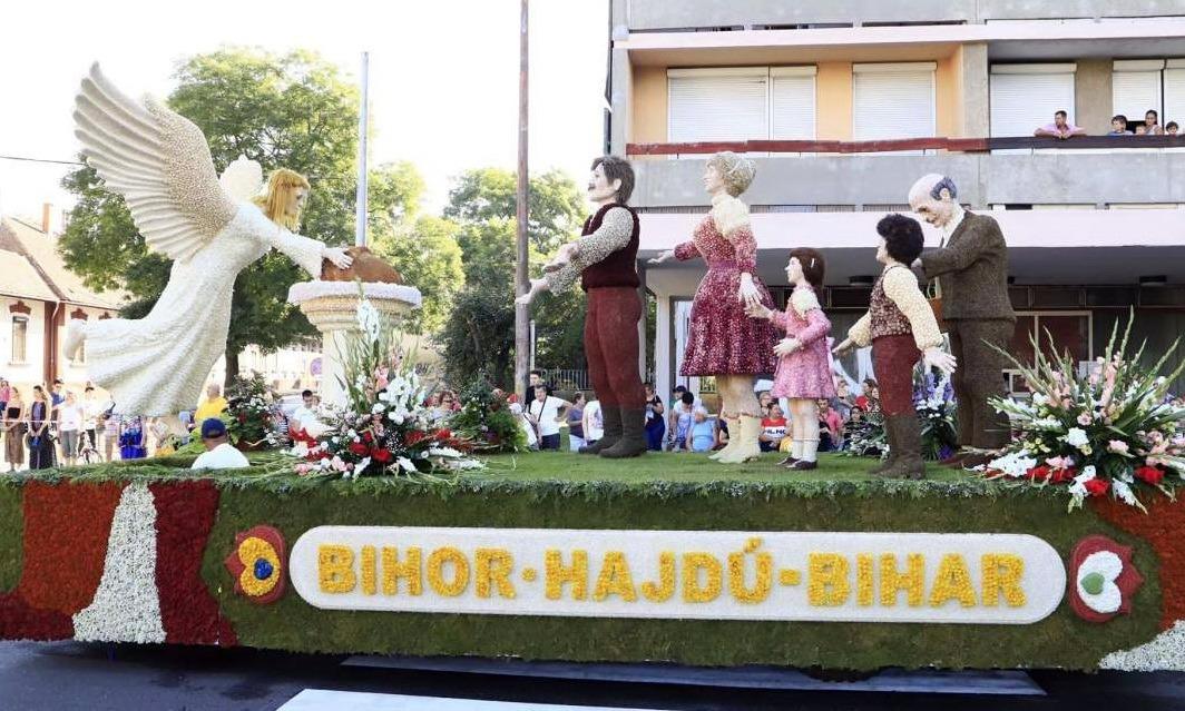 Carele alegorice au defilat, marţi, prin Debreţin (foto: Agenţia News Bihor)