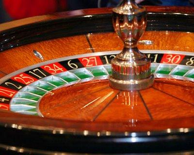 Au delapidat banii patronului şi i-au tocat pe maşini, cazino şi restaurante
