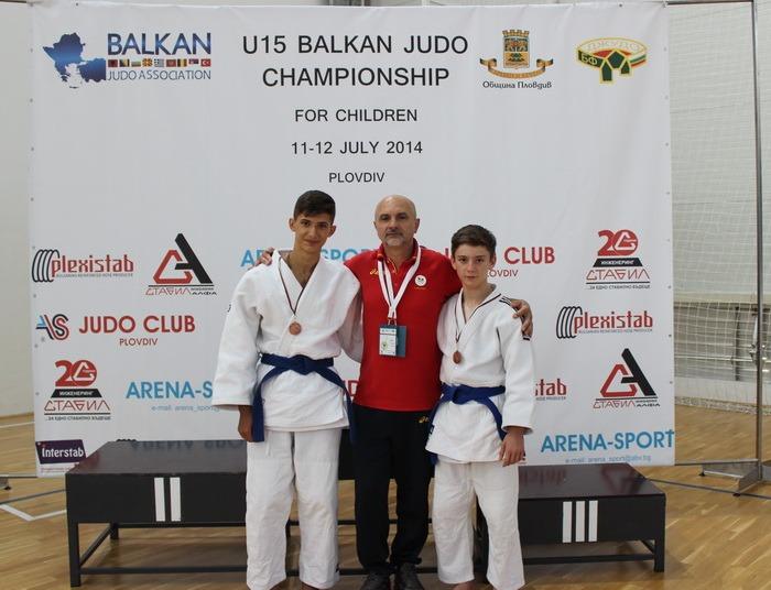 Două medalii de bronz pentru judoka orădeni la Campionatele Balcanice pentru copii din Bulgaria