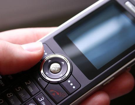 Organizaţia Mondială a Sănătăţii avertizează: Telefoanele mobile pot cauza cancer