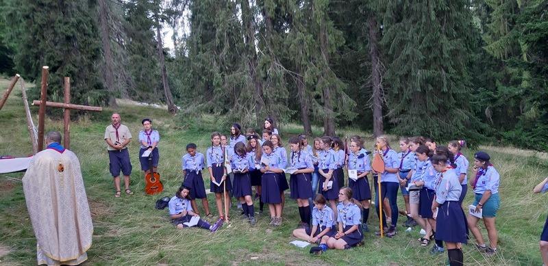 """Cercetaşul creştin: Orădeanul Valeriu Domuţa îi învaţă pe tineri că e """"cool"""" să fie creştini şi să respecte natura (FOTO)"""