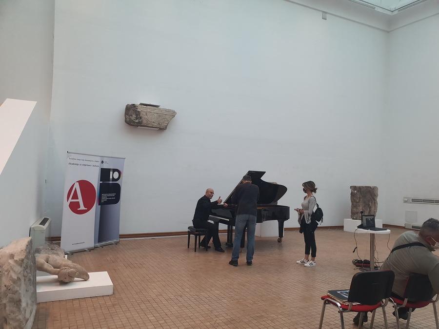 """Pianistul orădean Thurzó Zoltán a performat la """"Maratonul Beethoven"""", alături de zeci de artişti europeni (FOTO)"""