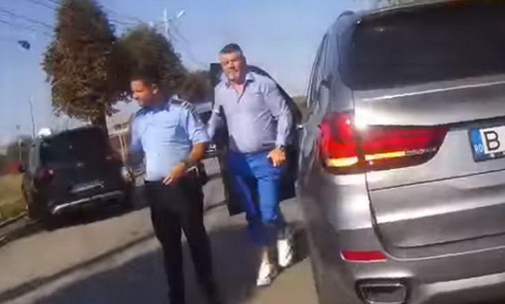 Cu tupeu.Consilierul unui deputat PSD a ameninţat un poliţist: Nu cred că vrei să ai un conflict cu mine (VIDEO)