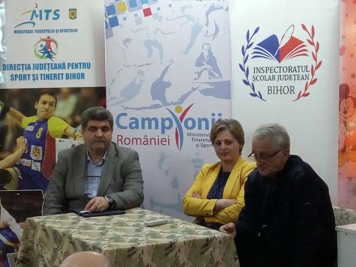Cel mai mare handbalist român al tuturor timpurilor, Cristian Gaţu, s-a aflat marţi în mijlocul elevilor din Beiuş (FOTO)