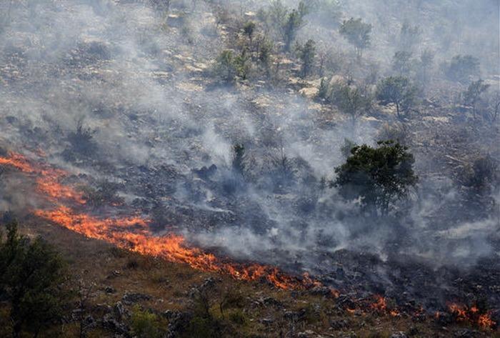 Alerte de călătorie! Ministerul Afacerilor Externe îi avertizează pe români cu privire la incendiile masive de vegetaţie din Croaţia şi Muntenegru (VIDEO)