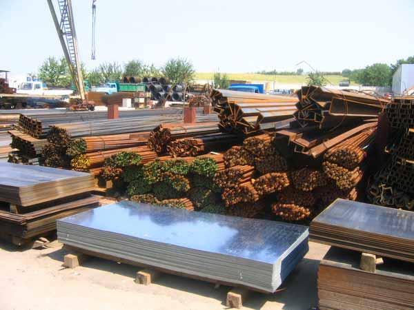 Patronii depozitului de materiale de construcţii Eurocassa, ţepuiţi de doi escroci