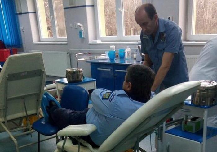 Zeci de poliţişti bihoreni donează sânge pentru colegul lor tăiat de un interlop din Rădăuţi
