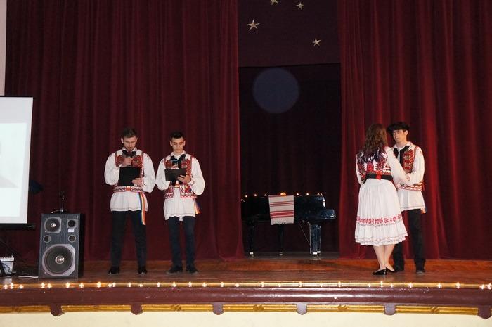 Dragobetele, la Liceul Greco-Catolic: Tradiţiile româneşti trăiesc prin copii (FOTO)