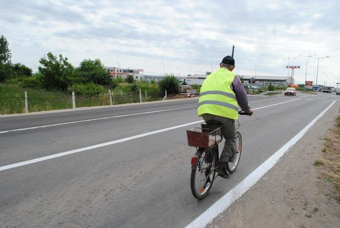 Pentru a elimina ambuteiajele, Primăria a lărgit o porţiune a şoselei dintre Oradea şi Sântandrei (FOTO)